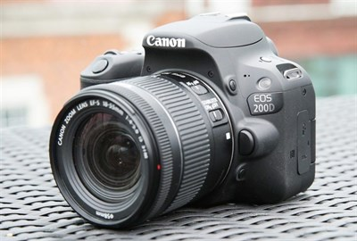 Canon 200d with 18-55mm lens